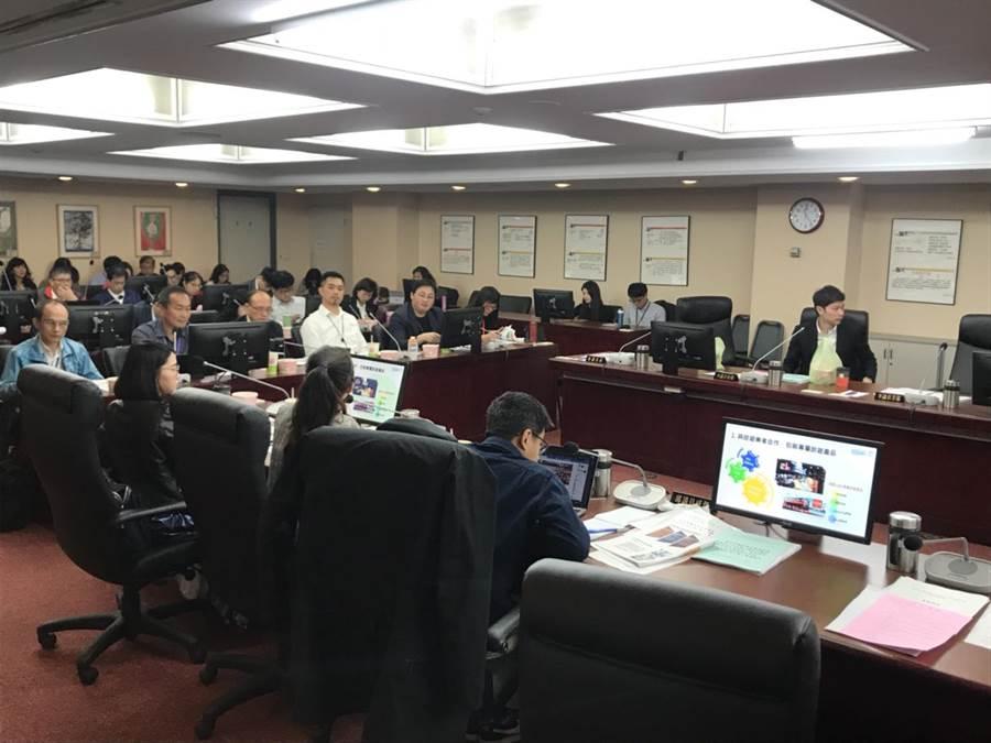台北市議會7日舉行教育委員會。(李依璇攝)