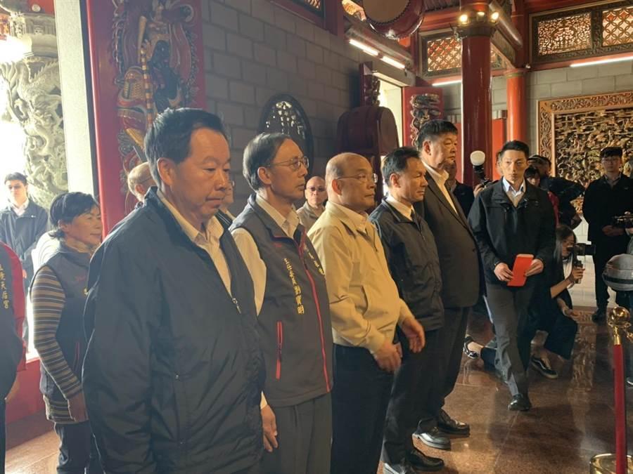 行政院長蘇貞昌今(7日)到馬港天后宮上香參拜祈福。。(葉書宏翻攝)