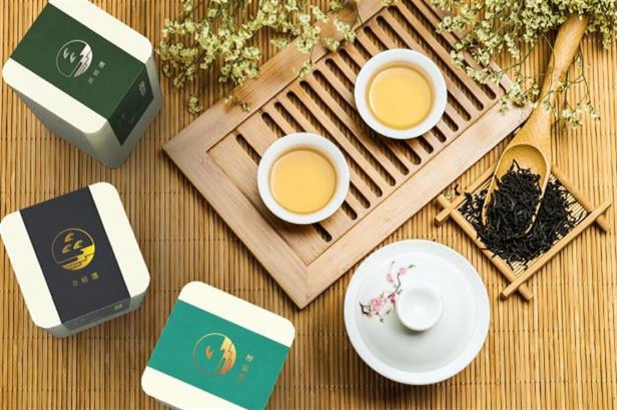 2019有機包種茶分級評選會以有機茶園指標-翡翠樹蛙的數量及燙金顏色區分等級。(譚宇哲翻攝)
