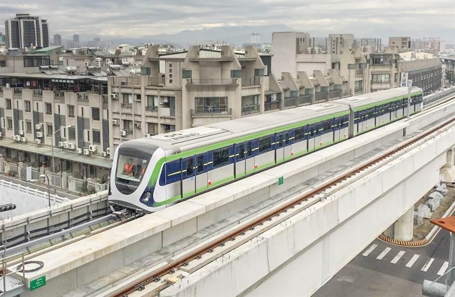 台中市長盧秀燕表示,捷運綠線在她任內一定要完成通車,預定明年底以前全線完成通車。(盧金足攝)