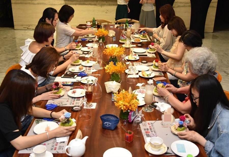 (雙橡園開發將於母親節前夕,專為V1特區會員舉辦永生花製作活動。圖:業者)