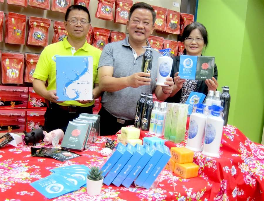 迎接母親節,南投農產公司美妝保養品大特價。(廖志晃攝)