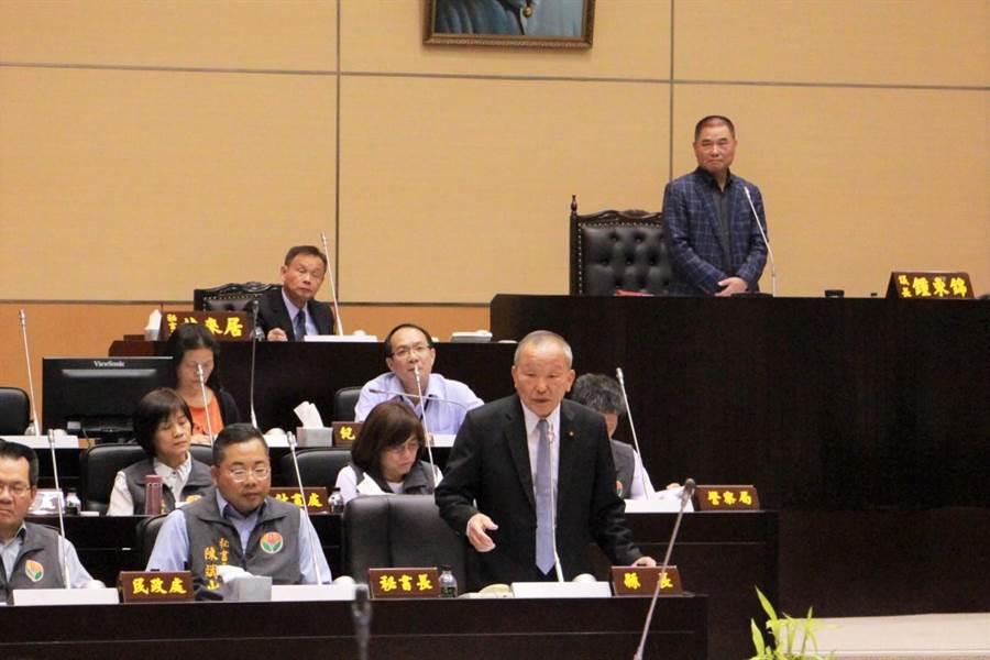 苗栗縣長徐耀昌強調,針對南庄歐式飯店案,將嚴格審查。(何冠嫻攝)