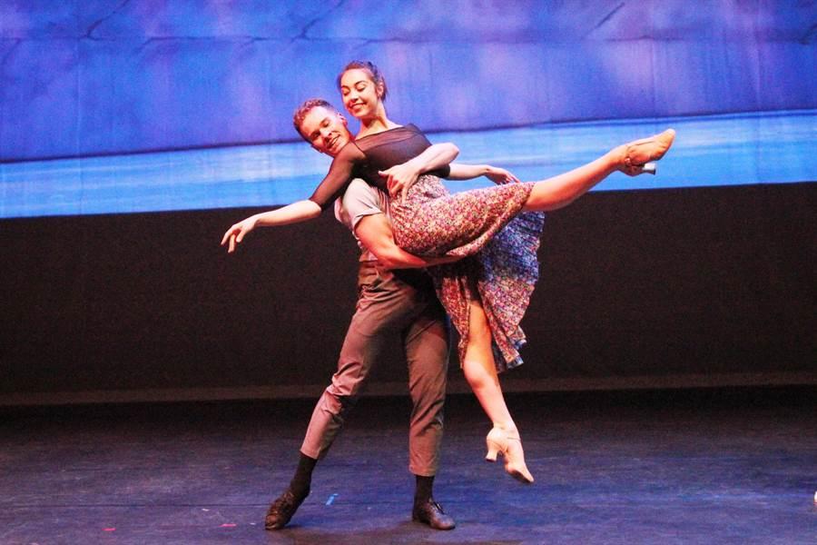台中國家歌劇院推出百老匯原裝的音樂劇《一個美國人在巴黎》,男女主角雷恩・斯蒂爾及麗安・科普都是一流的芭蕾舞者,還擁有好歌喉與頂尖演技。(陳淑芬攝)。(陳淑芬攝)