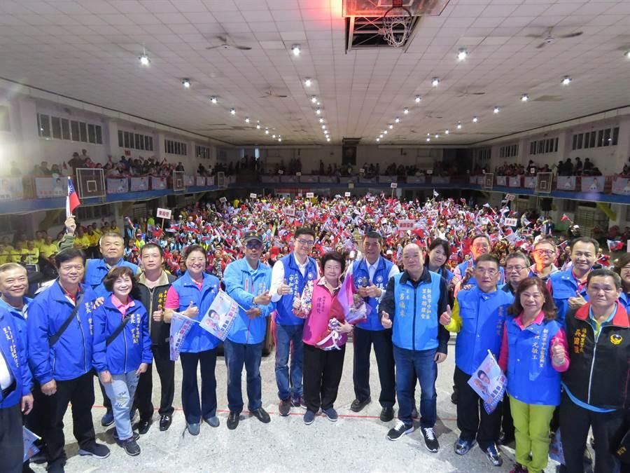 立委擬參選人張智倫今(7日)晚間在中和國中舉辦第3場「力挺韓國瑜,中和出發誓師大會」。(葉書宏攝)