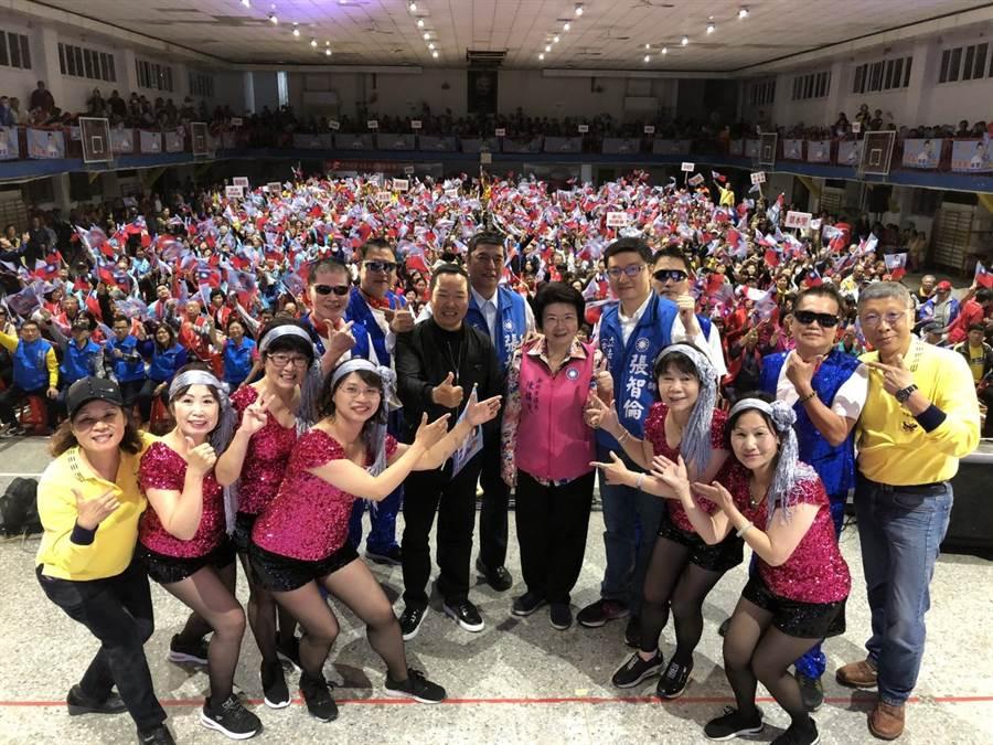 立委擬參選人張智倫今(7日)晚間在中和國中舉辦第3場「力挺韓國瑜,中和出發誓師大會」。(葉書宏翻攝)