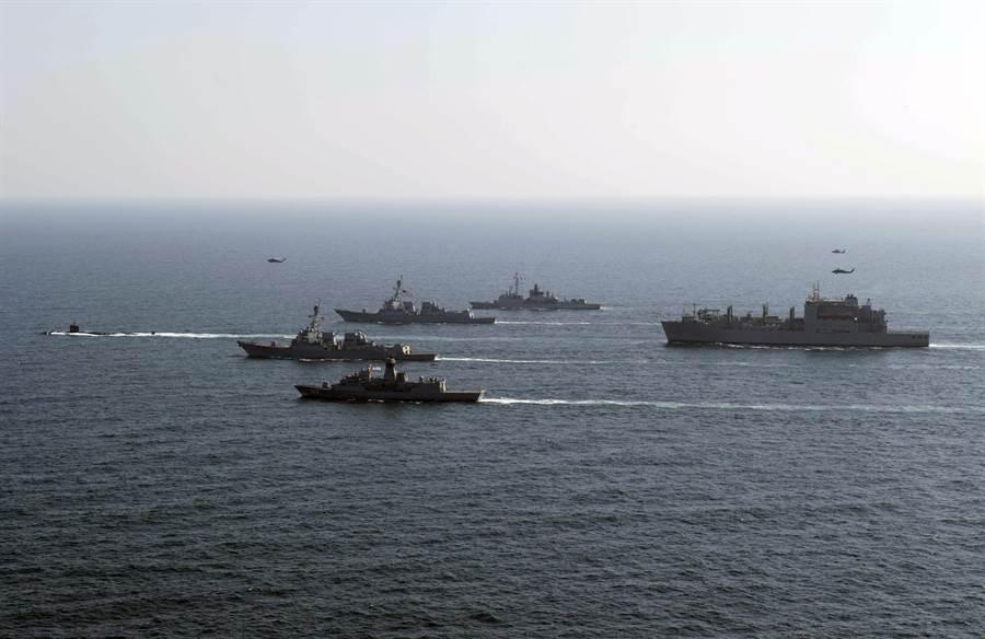 美海軍內部已形成共識,艦隊的數量並非絕對因素,重點是提升海軍的整體力量。圖為美軍艦隊在阿拉伯海演習。(圖/美國海軍)