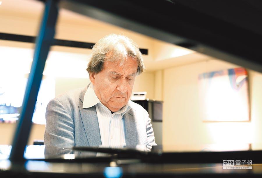 鋼琴大師布赫賓德日前來台演出,展現純熟的精湛琴藝。(鄭任南攝)