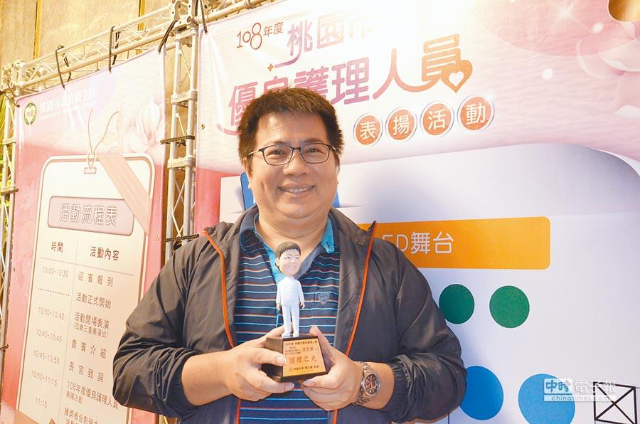 林口長庚紀念醫院醫護督導沈永釗是「優良護理人員表揚」的70人中唯一的男性。(賴佑維攝)