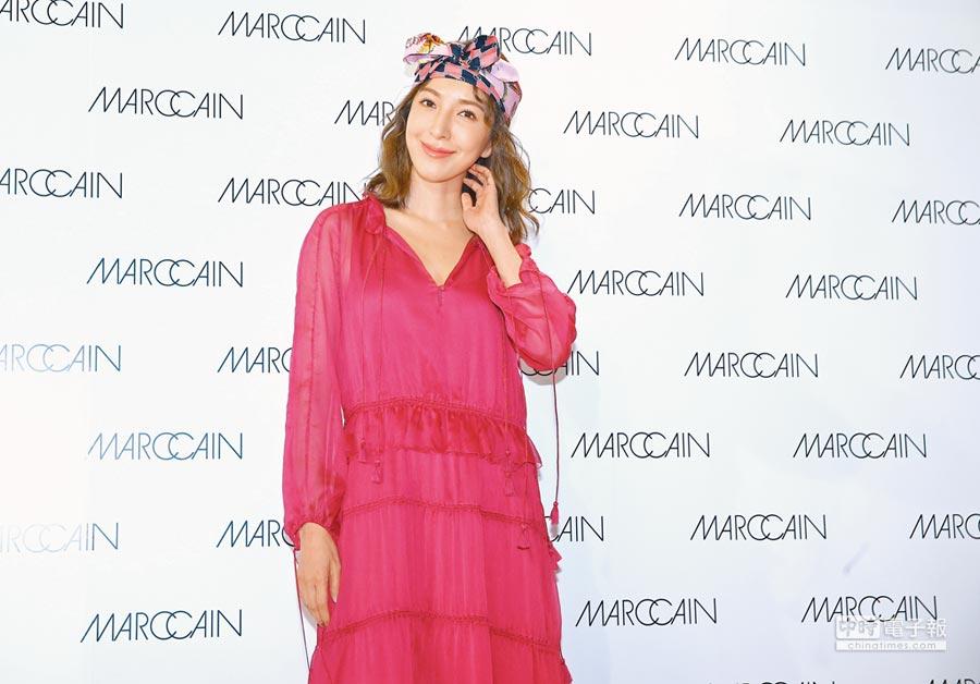 剛度假歸來的楊謹華,身穿優雅長洋裝出席時尚品牌開幕活動。(粘耿豪攝)
