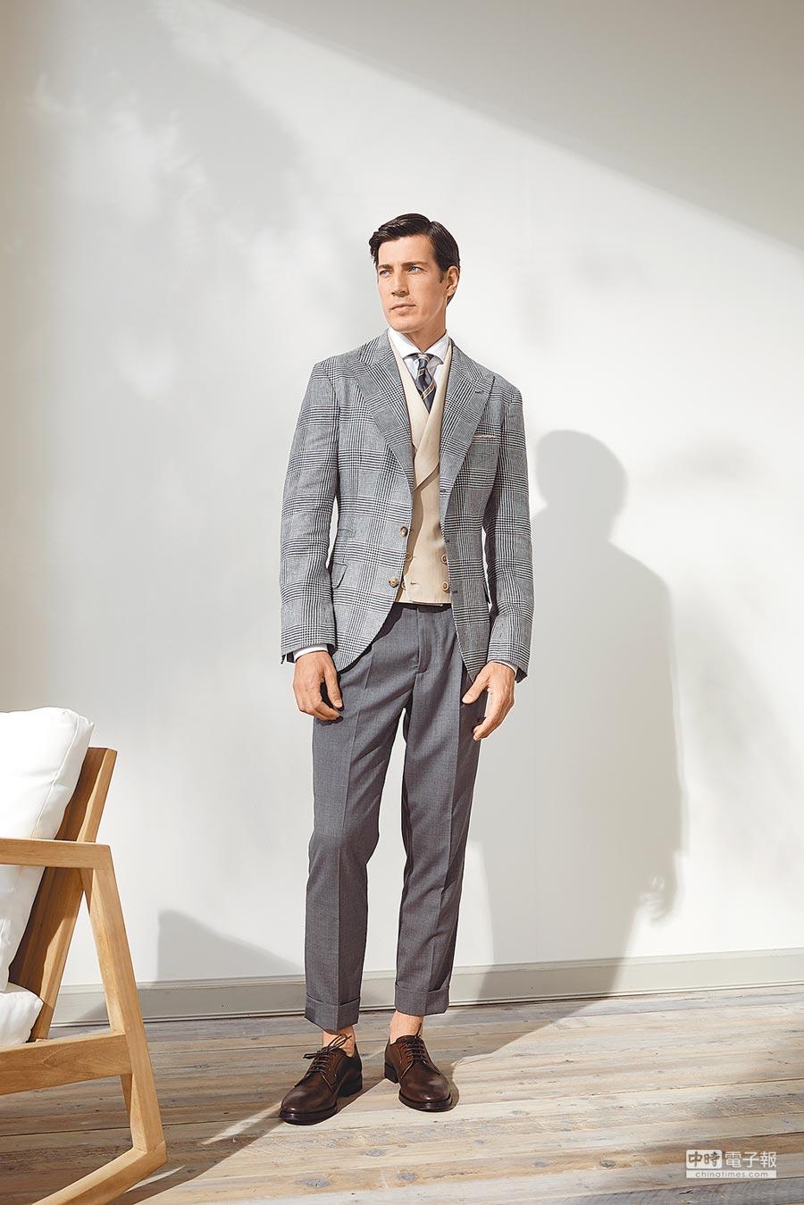 BRUNELLO CUCINELLI春夏劍領格紋西裝外套12萬8600元,雙排釦羊毛西裝背心6萬1900元,其他價格店洽。(BRUNELLO CUCINELLI提供)