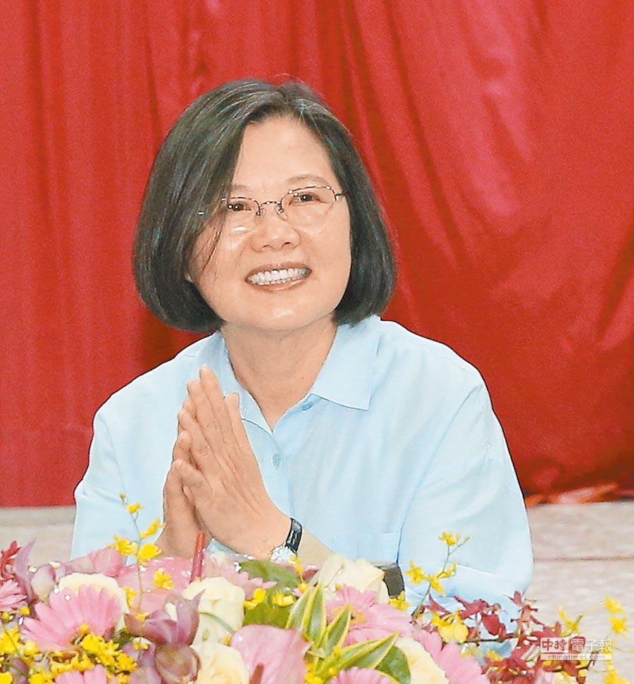 蔡英文總統5日表示政府在為台灣打基礎,現在基礎打好了,拜託大家給她時間,讓她為台灣蓋一棟很漂亮的房子。(本報系資料照片)