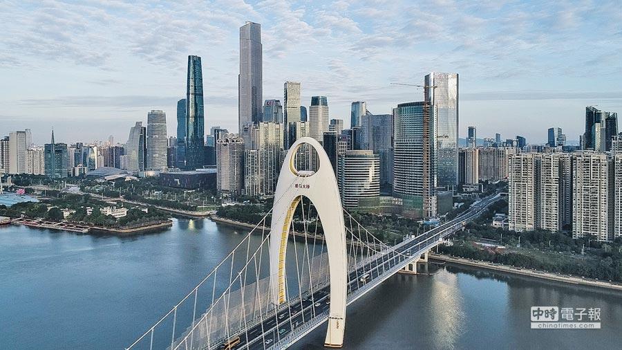 廣州新城市中軸線中心的珠江新城高樓林立。(新華社資料照片)