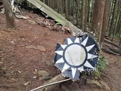 沉睡迷霧森林40年 陸軍將為飛行員立碑