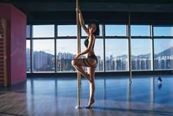 蔡卓妍大露性感挑戰鋼管舞 跳到10支腳趾瘀血、指甲裂開
