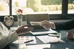 打工一個月領嘸薪水 女子一看竟還反欠老闆錢?