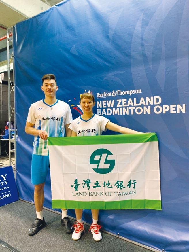 王齊麟(左)、程琪雅(右)在2019年丹麥羽球公開賽混雙第一輪過關。(資料照/土銀提供)