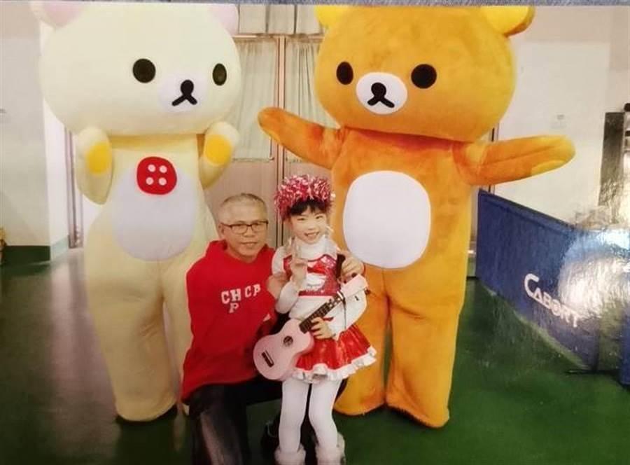 丁威誠為了養大女兒,打算幹到59歲屆齡才退休。(陳淑娥翻攝)