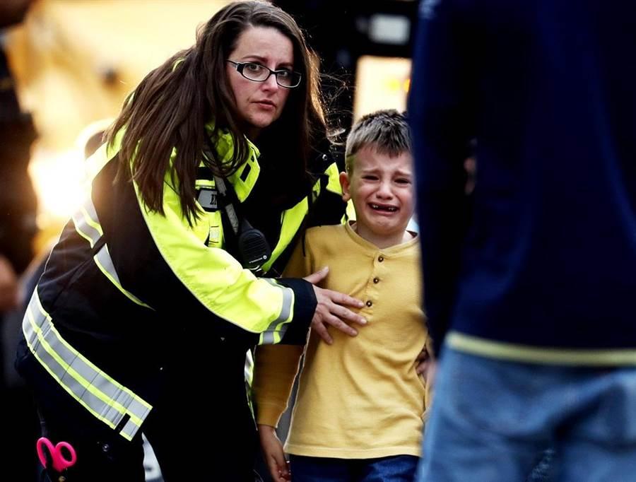 美國科羅拉多州丹佛市近郊一所中學7日爆發槍擊事件,目前已釀1死。(圖/美聯社)