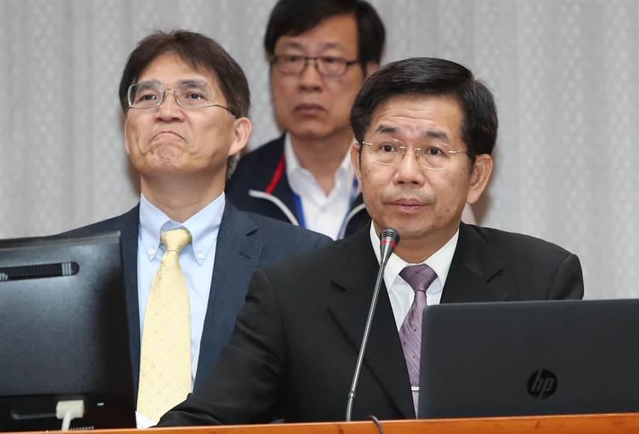 教育部長潘文忠(右)願以千杯珍奶賭上中華隊可在東奧拿4金。(鄭任南攝)