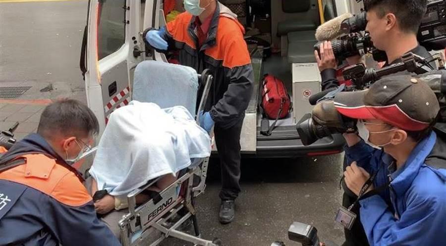 黃琪出庭呼叫救護車救護。(林偉信攝)