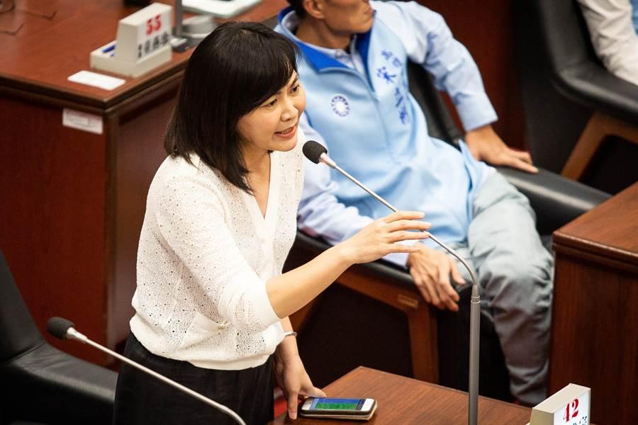 市議員陳麗娜痛批高市消防體系出問題。(袁庭堯攝)
