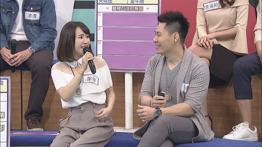 網紅潔哥(左)也帶著交往18年的男友岳妹(右)上節目。(圖/中天提供)