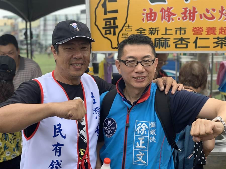 國民黨中央委員徐正文(右)與「韓粉」杏仁哥合照。(徐正文提供)
