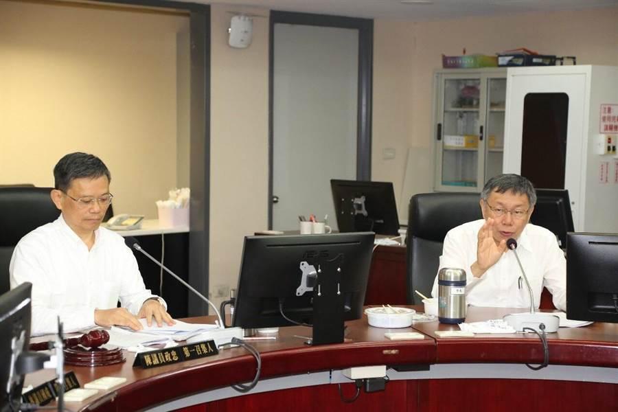 台北市長柯文哲(圖右)8日舉辦北投區長與里長市政座談會。(北市府提供)