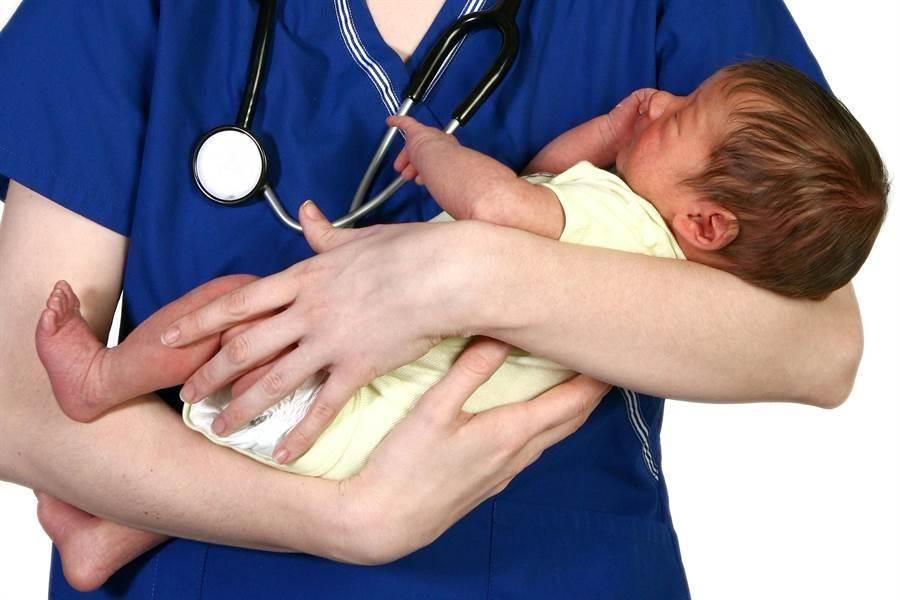 夫妻懷無腦嬰拒墮胎!3年後奇蹟長回來 醫師驚呆(示意圖/達志影像)