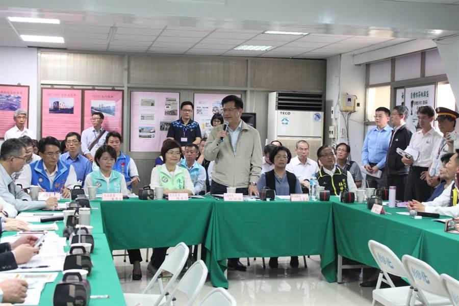 交通部長林佳龍承諾採取滾動式檢討。(吳敏菁攝)