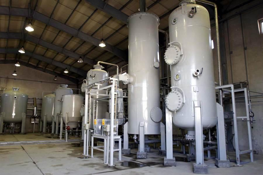 伊朗表示,如果60天之內,各國不幫忙伊朗的經濟,那麼伊朗會恢復阿拉克重水核反應爐的鈽燃料生產。(圖/美聯社)