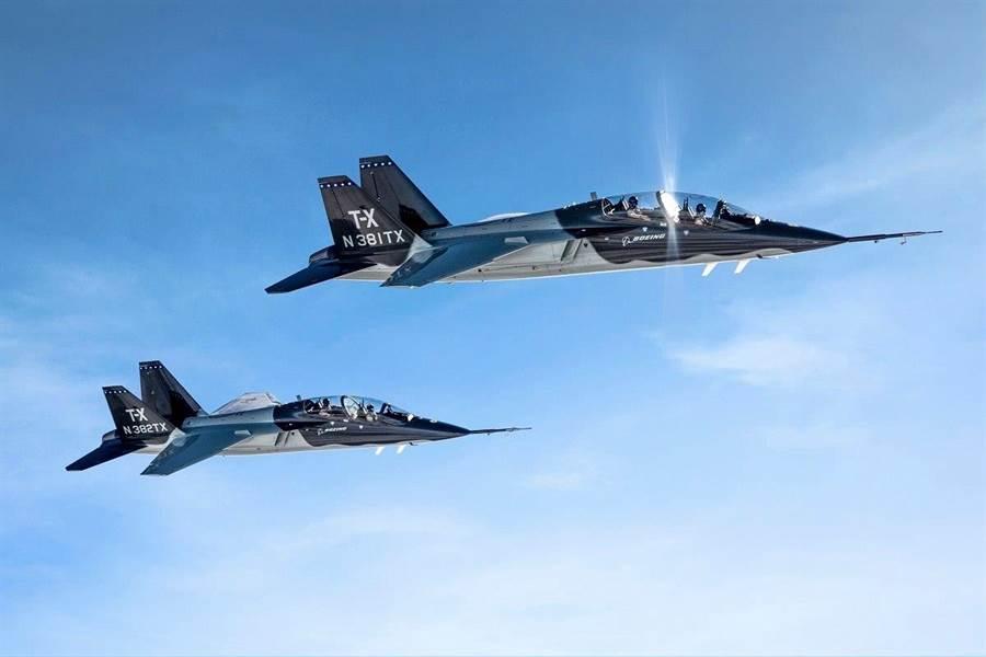 由美國波音與瑞典紳寶共同設計的T-X教練機剛在去年獲得美國空軍的大筆訂單,前景相當看好。(圖/Boeing)