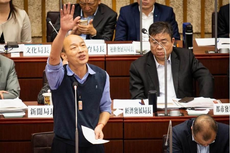 高雄市長韓國瑜8日在議會備詢。(袁庭堯攝)