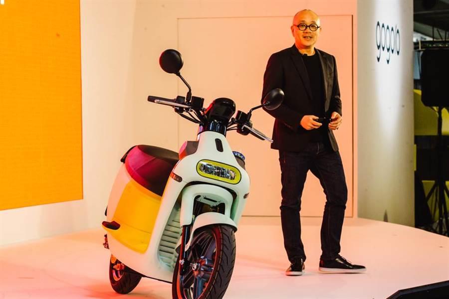 Gogoro創辦人暨執行長陸學森發表全新Gogoro 3系列 Smartscooter智慧雙輪,左車為檸檬雪酪車色。(郭吉銓攝)