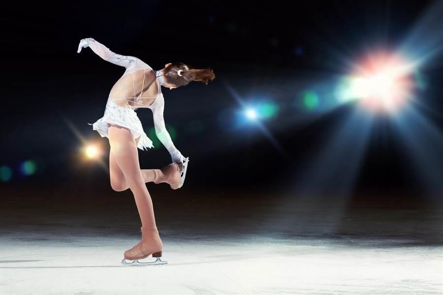 花式溜冰賽驚見「脫衣空姐」 網暴動:評審要心臟病發了!(示意圖/達志影像)