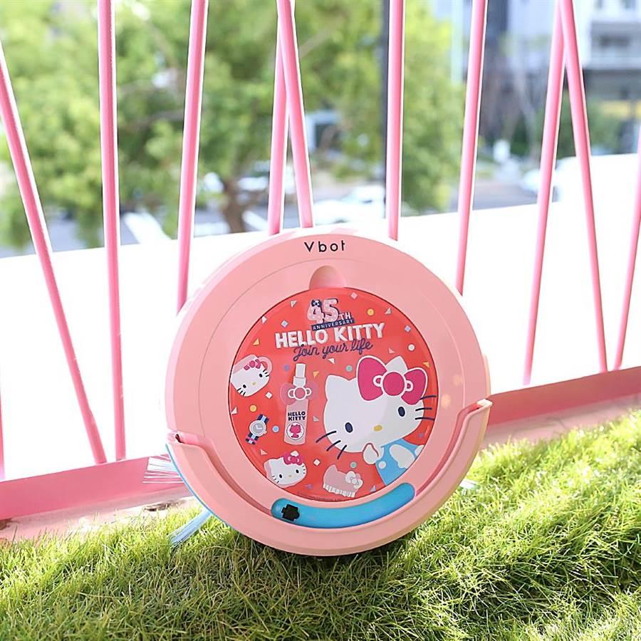 日本三麗鷗公司超人氣的Hello Kitty,與全球掃地機第二大廠台灣松騰合作,推出最新型掃地機,搶攻母親節市場。(盧金足翻攝)