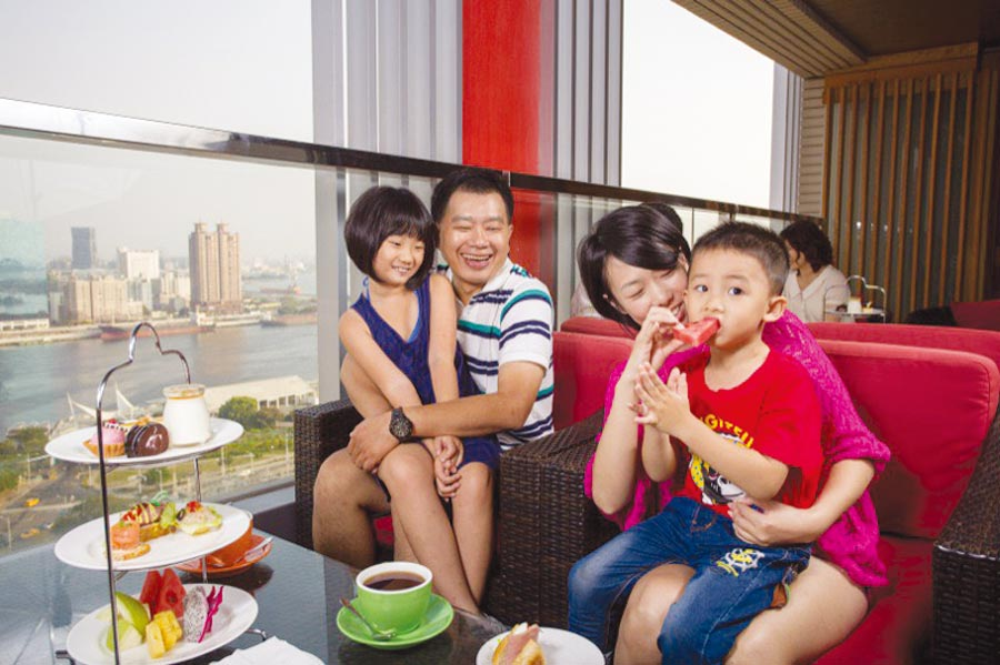 高雄福容提供最美麗的場景、最美味的料理邀您一起慶祝母親節的到來。圖/高雄福容大飯店提供