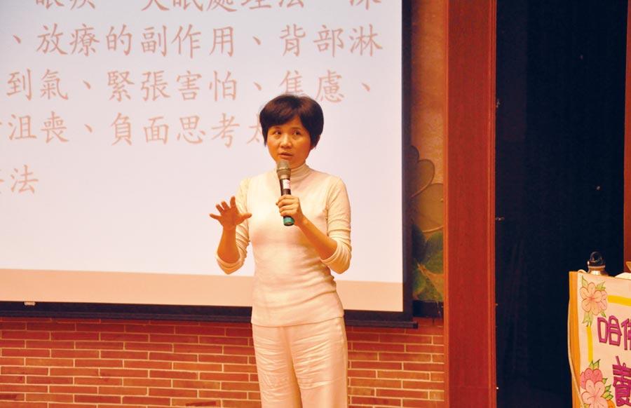 許瑞云醫師生動演講。圖/泰山文化基金會提供
