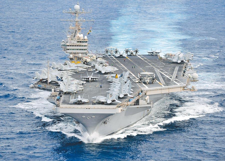 美國宣布將派出林肯號航母戰鬥群前往波斯灣地區,以警告伊朗政權。圖為林肯號。(美聯社)