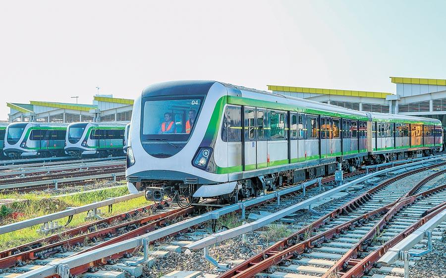 台中市長盧秀燕7日說,捷運綠線預定2020年底前全線完成通車,台中市要與中部4縣市致力發展捷運經濟。(盧金足攝)