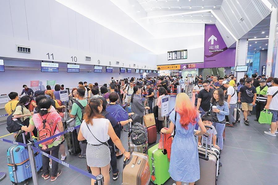 台中市長盧秀燕7日抨擊,交通部將台中國際機場定位為廉價航空基地,邏輯不通且對中部人不公平。(盧金足攝)