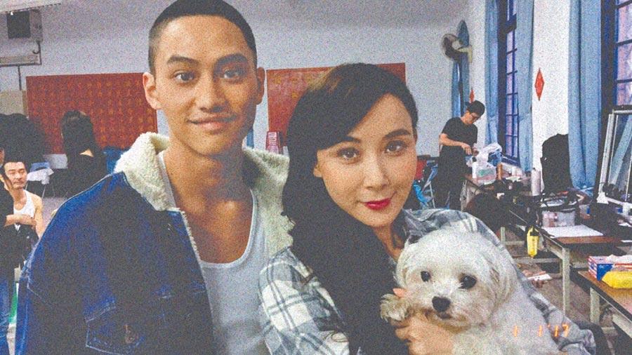 范少勳(左)跟蕭薔以及她的愛犬阿乖一起入鏡。