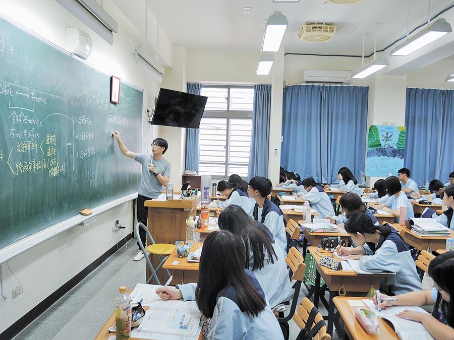 桃園大園國際高中為新課綱前導學校,開設多元選修課程讓學生們接觸更廣的知識。(本報系資料照片)