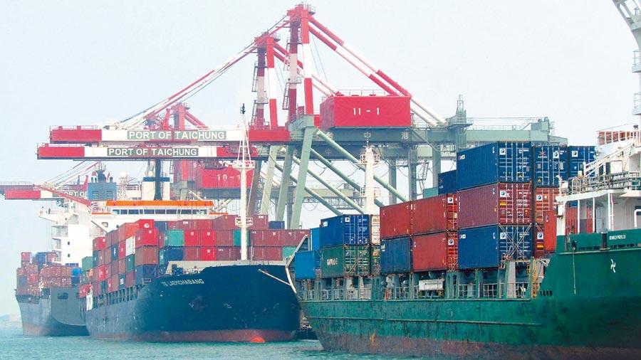 財政部7日公布4月海關進出口貿易統計,圖為台中港是中部對外主要門戶。(本報系資料照片)