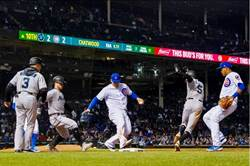 MLB》最聰明守備 飛球故意不接變雙殺