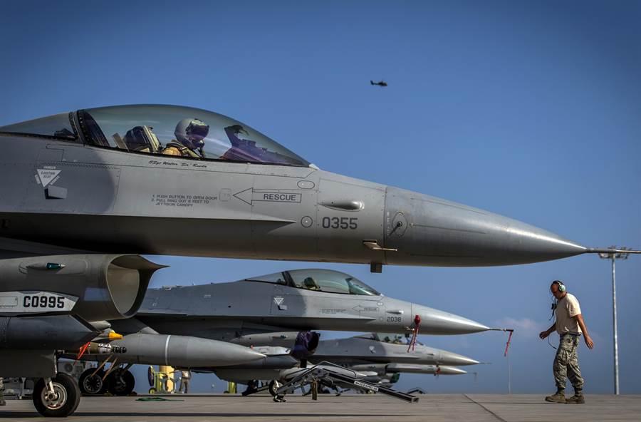 最近在希爾空軍基地舉行大規模的F-16與F-35對抗演練,證明F-16仍是美軍極為重要的空戰主力。(圖/美國空軍)