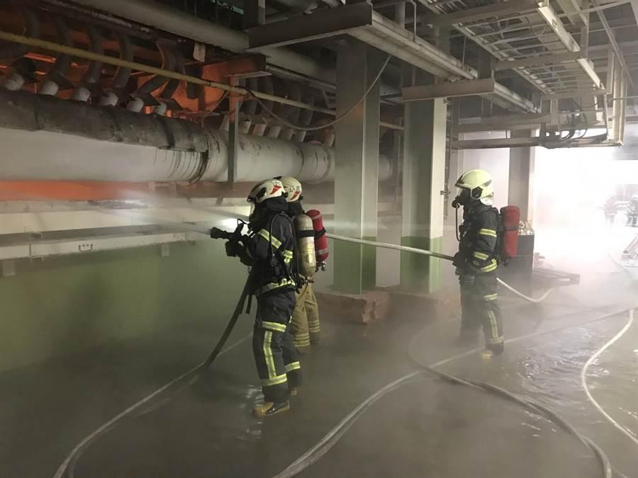 位於斗六擴大工業區的富喬公司9日清晨火警。(雲林縣消防局提供)