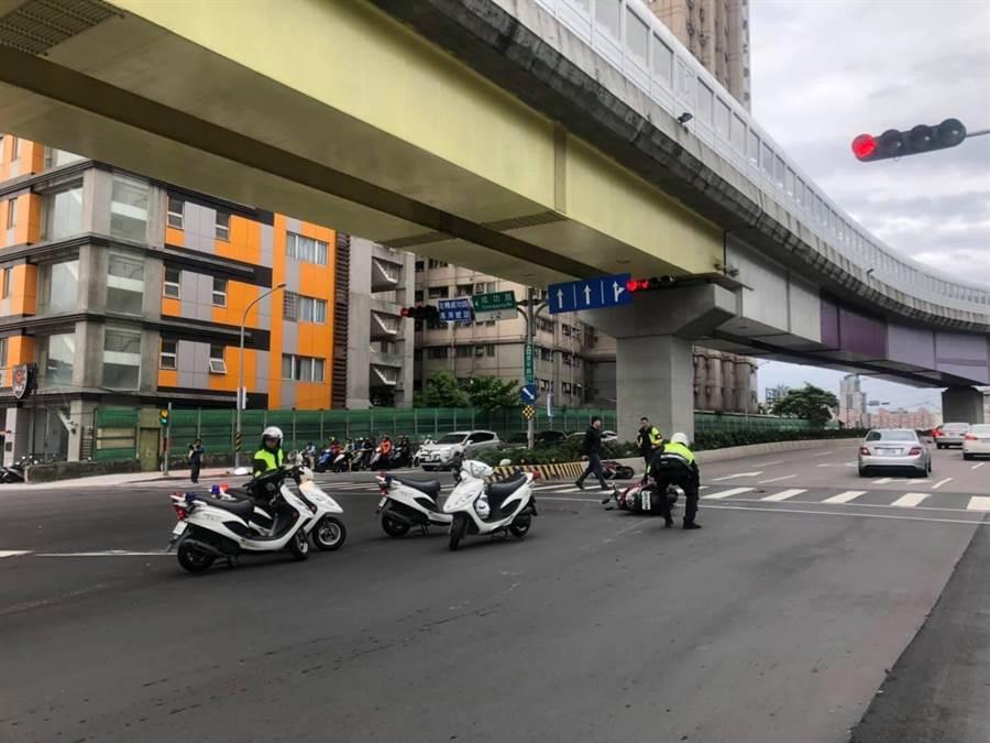 新北市中和區景平路與成功路5月4日發生嚴重車禍。(翻攝臉書我是中和人)