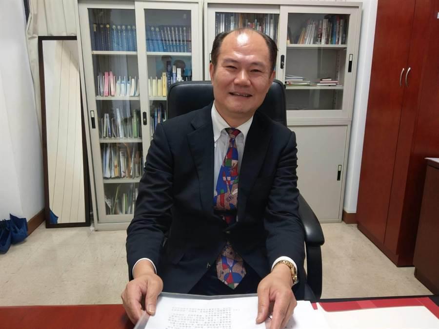外交部東部辦事處長粘信士撰寫〈花東地區與日本之歷史連結簡析〉一文,獲得外交部重視。(范振和攝)